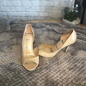 Elle nude peep toe pumps